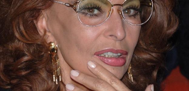 78-годишната кинолегенда София Лорен и днес не се разделя с любимите си изкуствени мигли