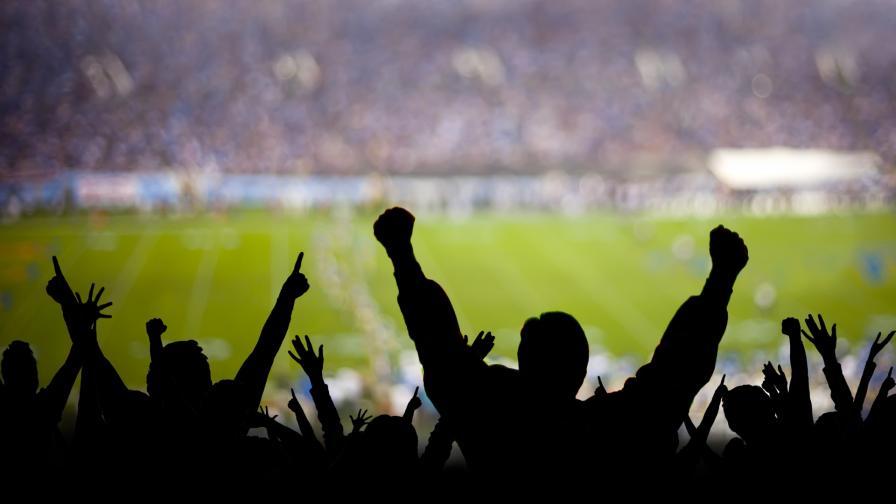 Феновете се завръщат по стадионите, но виртуално