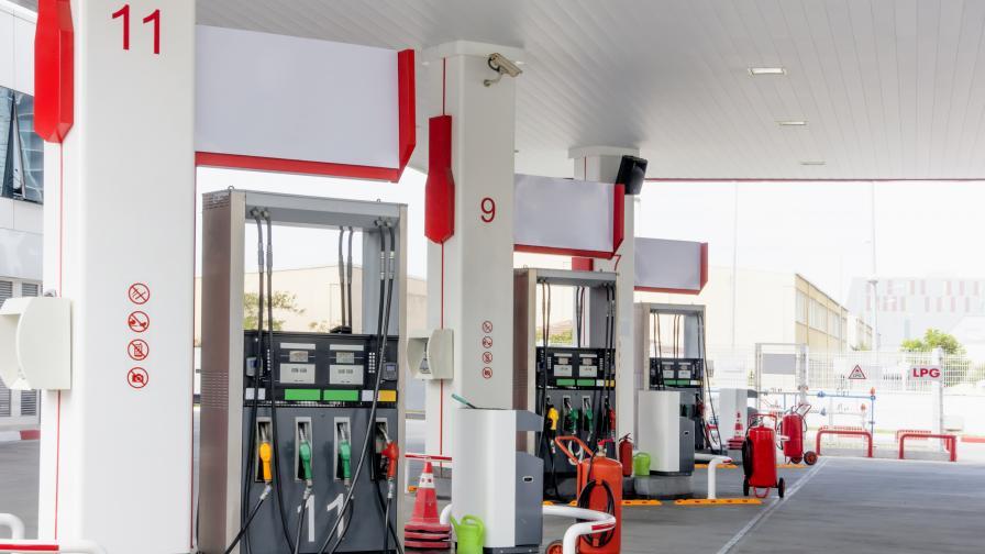 Двама въоръжени обраха бензиностанция в Пазарджишко