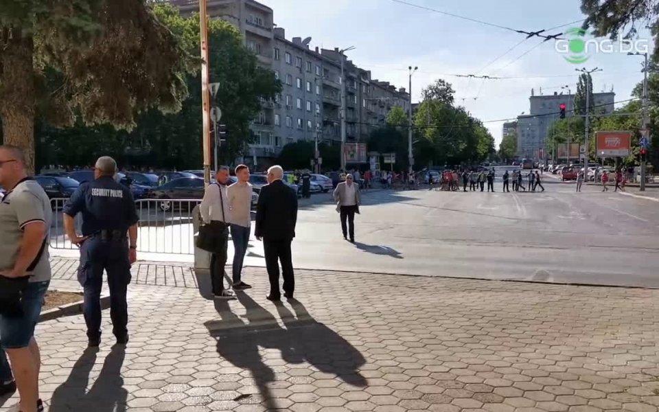 Министритена спорта и здравеопазването Красен Кралев и Кирил Ананиев пристигнаха