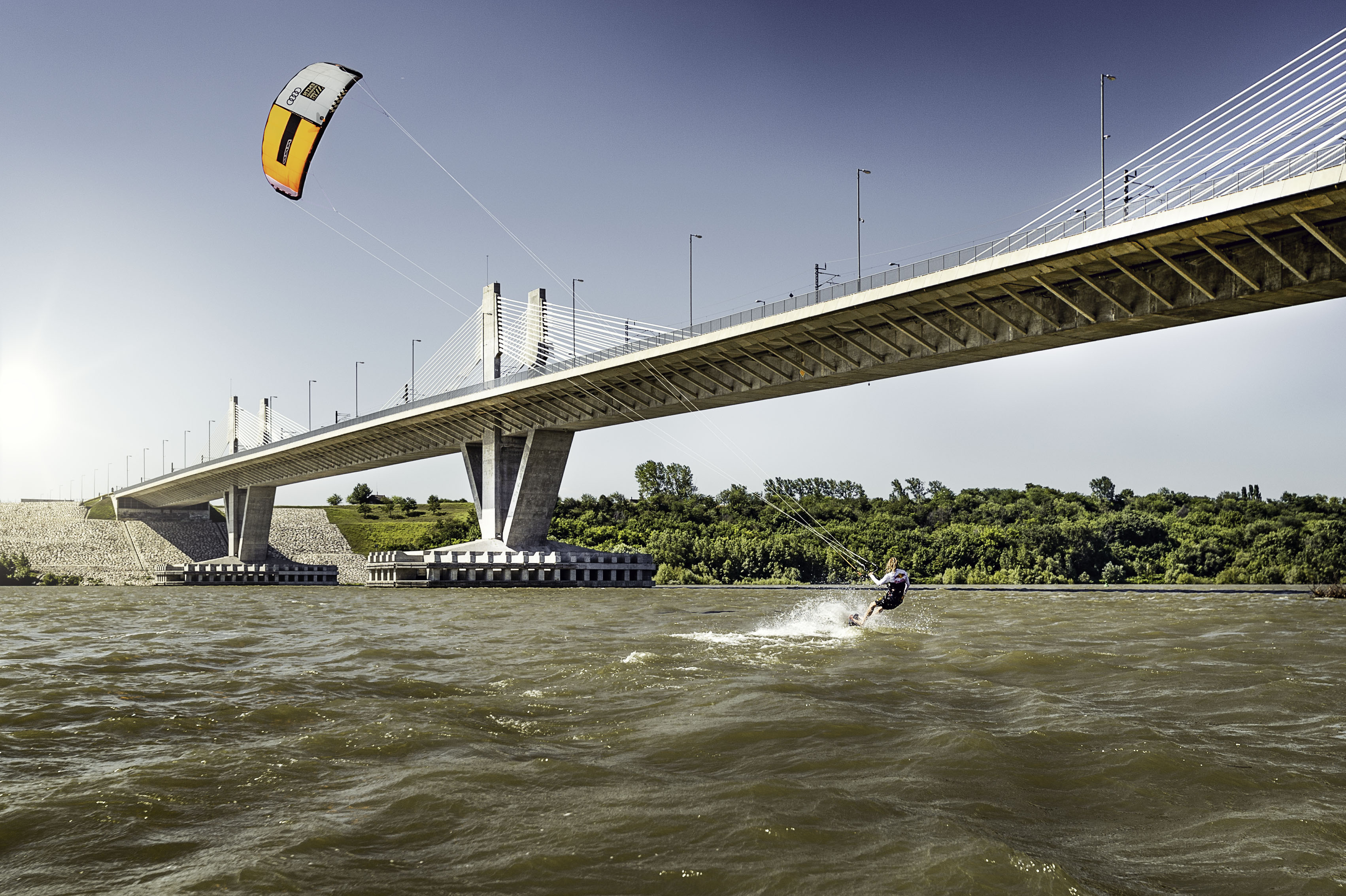 <p>С помощта на благоприятните условия в реката и правилната посока на вятъра, Коки измина 322 км по река Дунав за 11,5 часа.</p>