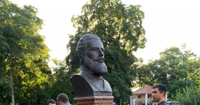 Свят Паметникът на Ботев в Одеса е възстановен Статуята беше