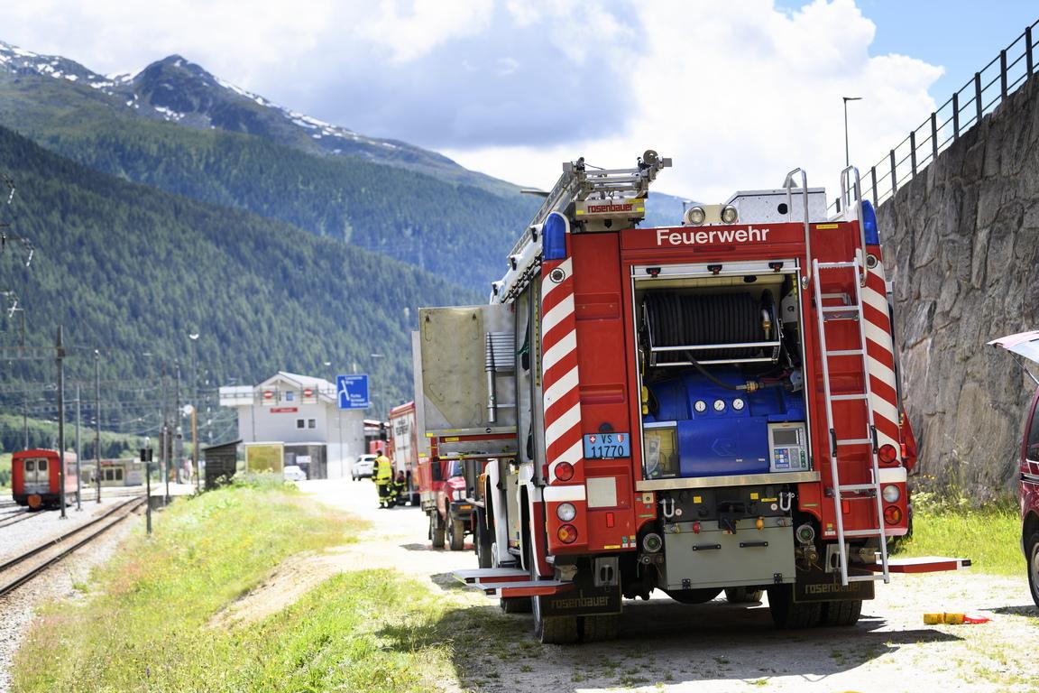 <p>Два влака се сблъскаха в тунел на планинска железопътна линия в Швейцария в петък, като леко нараниха няколко души.</p>