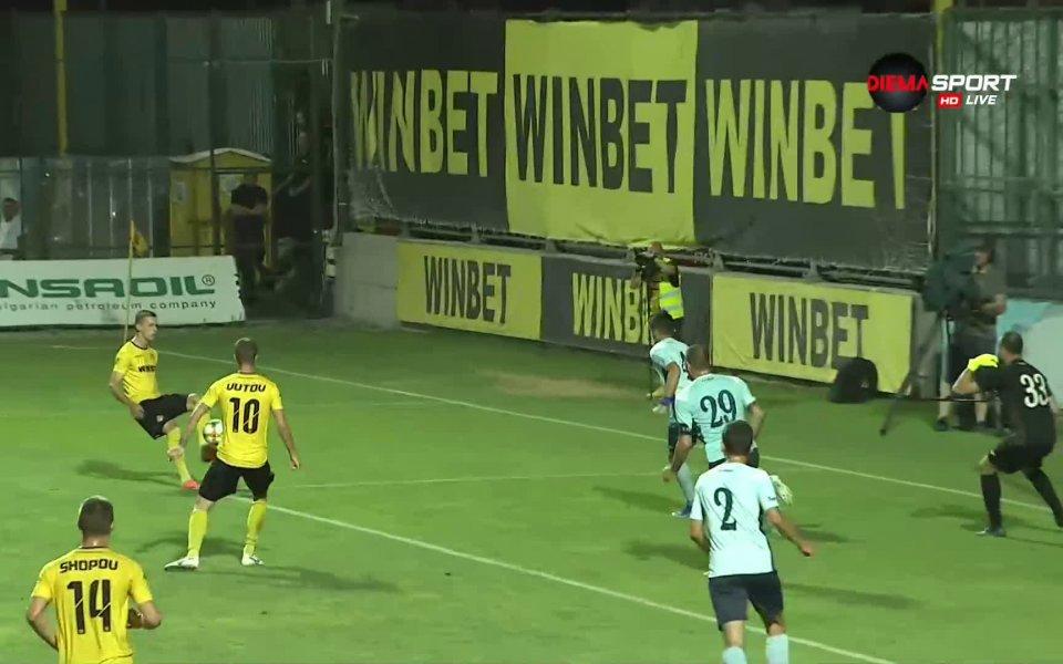 В 67-ата минута отново Тодор Неделев имаше заслуга за попадението.