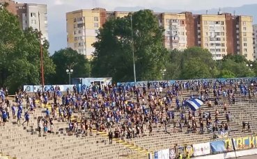 Сектор Б празнува гола на Стаси Иванов