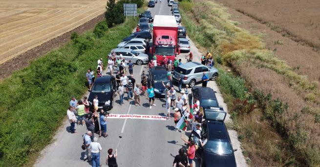 България Блокирани пътища заради протест край Русе Жители изразиха недоволството