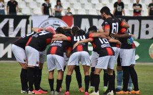 Официално: Двама футболисти на Локо Пловдив са с COVID-19