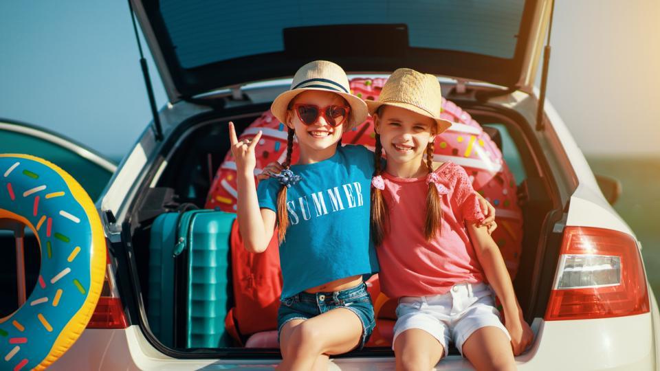 пътуване кола път деца дете родители багаж