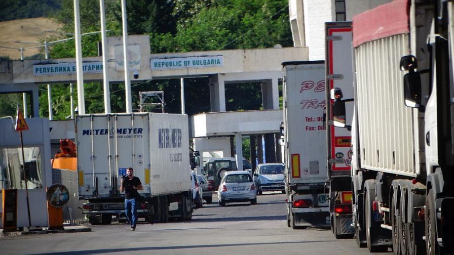 От 14 юли - в Гърция само с негативен текст за COVID-19
