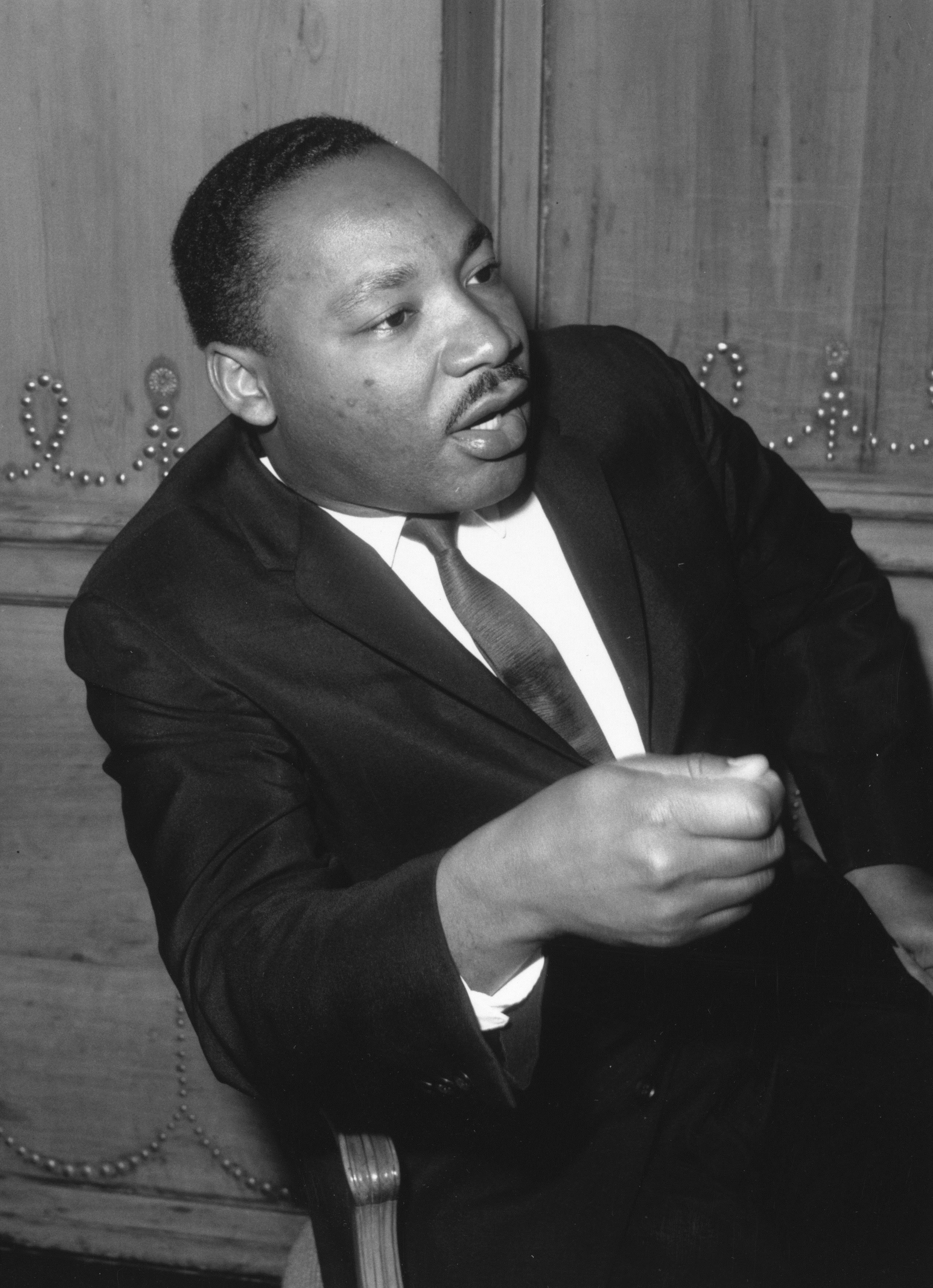 <p><strong>Мартин Лутър Кинг за домашното насилие</strong></p>  <p>&bdquo;Предлагам ви да анализирате цялата ситуация и да видите дали в личността ви няма нещо, което да предизвиква този тираничен отговор от вашия съпруг&rdquo;.</p>