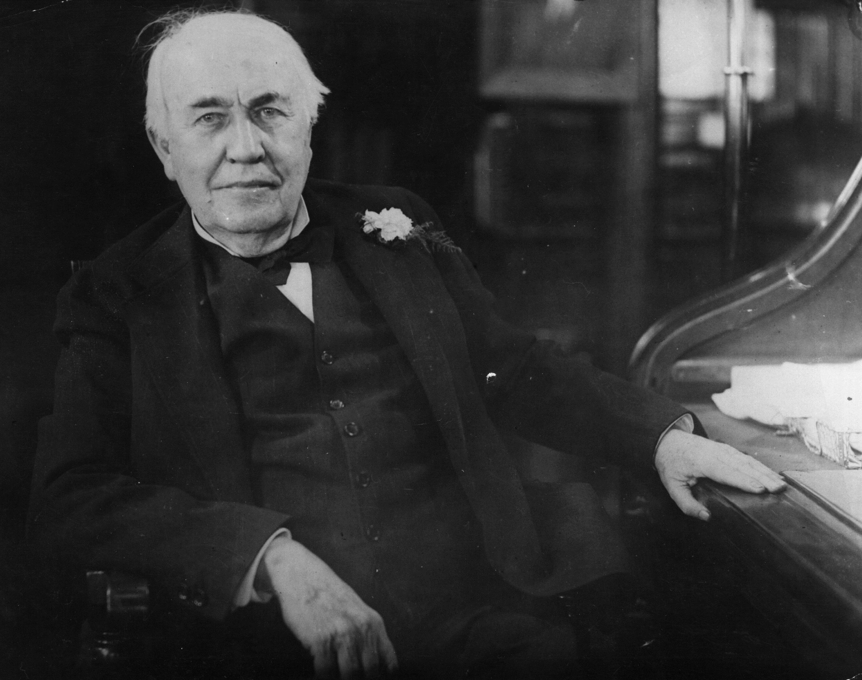 <p><strong>Томас Едисон за жените</strong></p>  <p>&bdquo;Пряката мисъл не е атрибут на женствеността. В това отношение жената е столетия зад мъжа&rdquo;.</p>