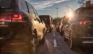 Авария на водопровод в София предизвика километрични задръствания - България   Vesti.bg