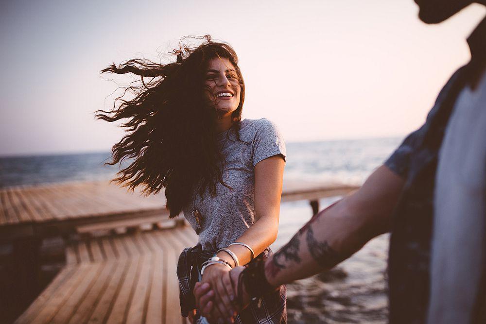 <p><strong>Близнаци</strong></p>  <p>Ще намерите любовта на живота си, когато сте уверени в това, което наистина искате. Вие сте нерешителни по природа, но да обичате някого обикновено е избор, така че ще трябва да решите дали го желаете или не. Често оставяте партньора си в неведение с множество въпроси, но когато най-накрая започнете да им отговаряте, ще намерите човека, който ще остане до вас завинаги.</p>
