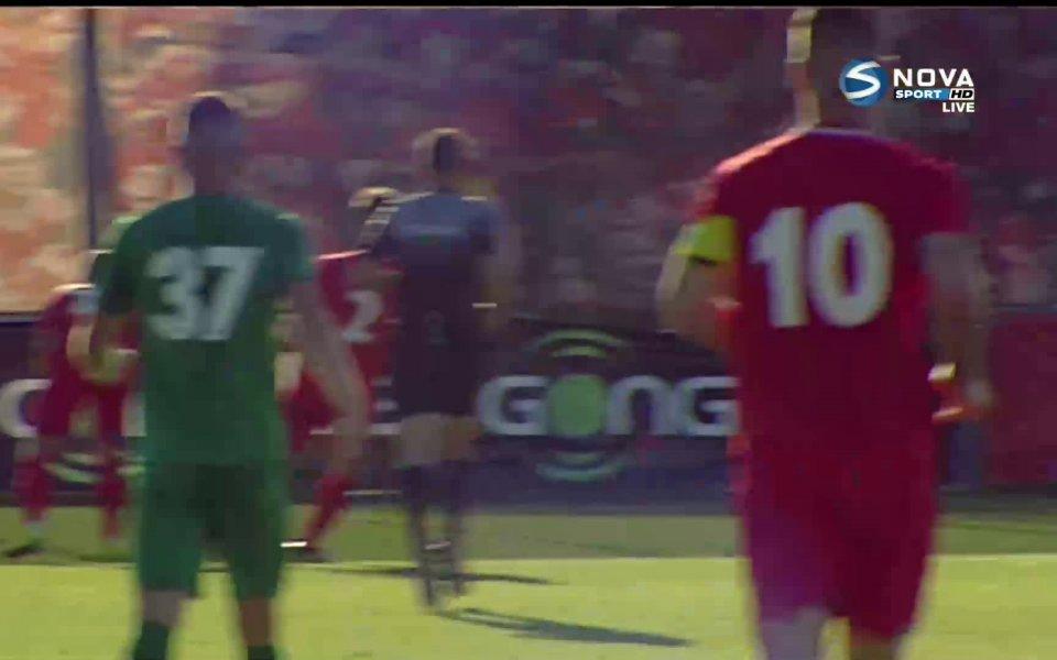 В 74-ата минутафантастичен гол на Чавдар Ивайлов. Той пое топката