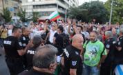 Два протеста на метри един от друг, сблъсъци, арестувани