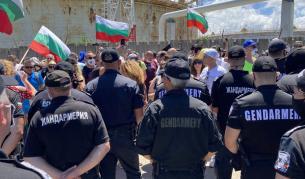 ДПС и плажуващите пяха заедно химна на България