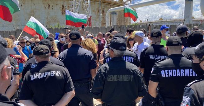 България ДПС и плажуващите пяха заедно химна на България Хората