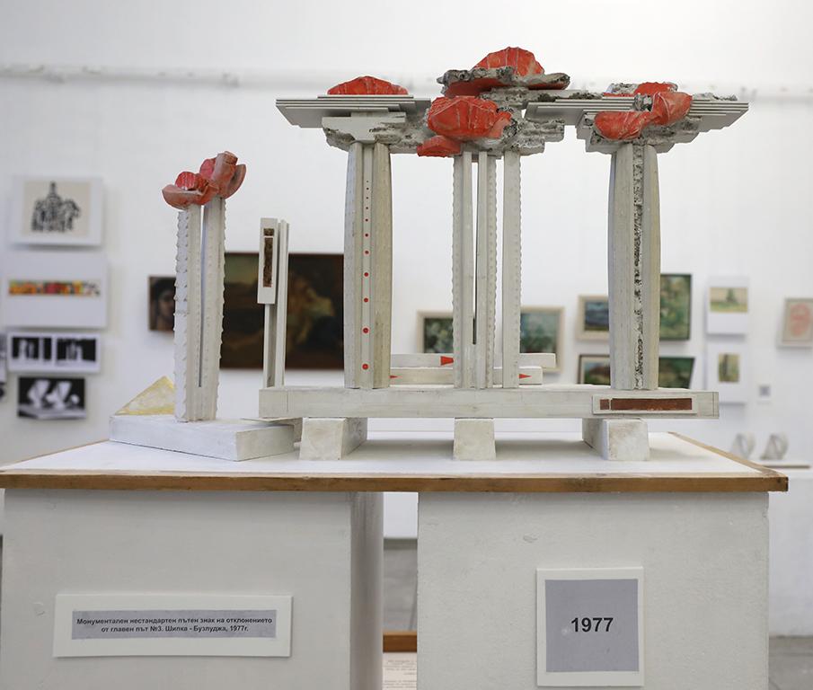 <p>През 1990-1991 г. участва в European Workshop Ruhrgebiet, Recklinghausen, Германия.</p>