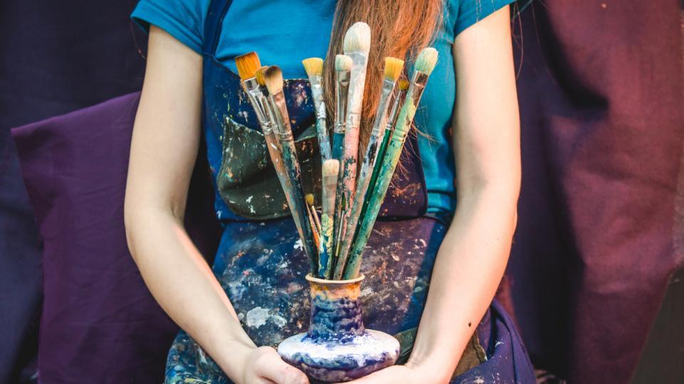 жена художник боя