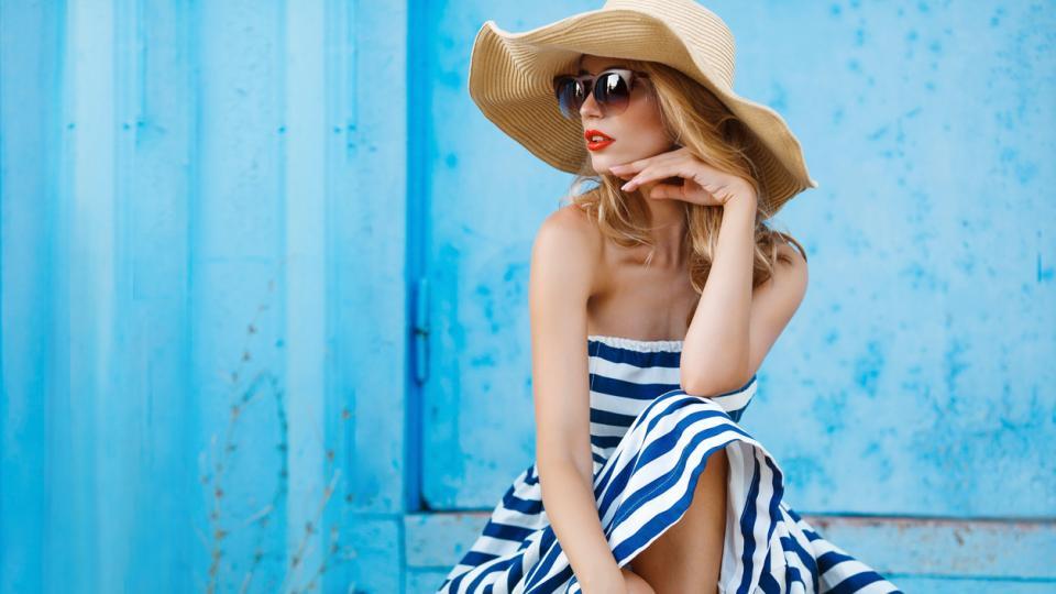 жена лято рокля шапка очила стил мода