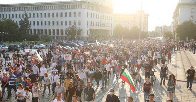 България Граждани се събират за осма вечер на антиправителствени протести