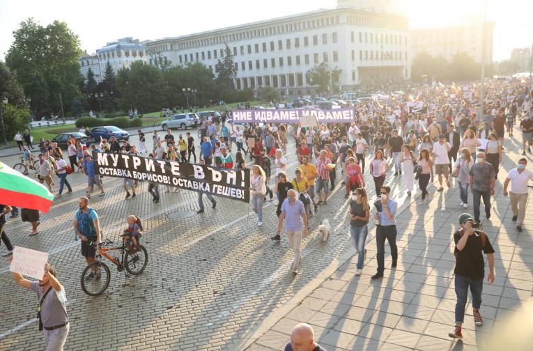 Седма вечер антиправителствени протести под прозорците на властта