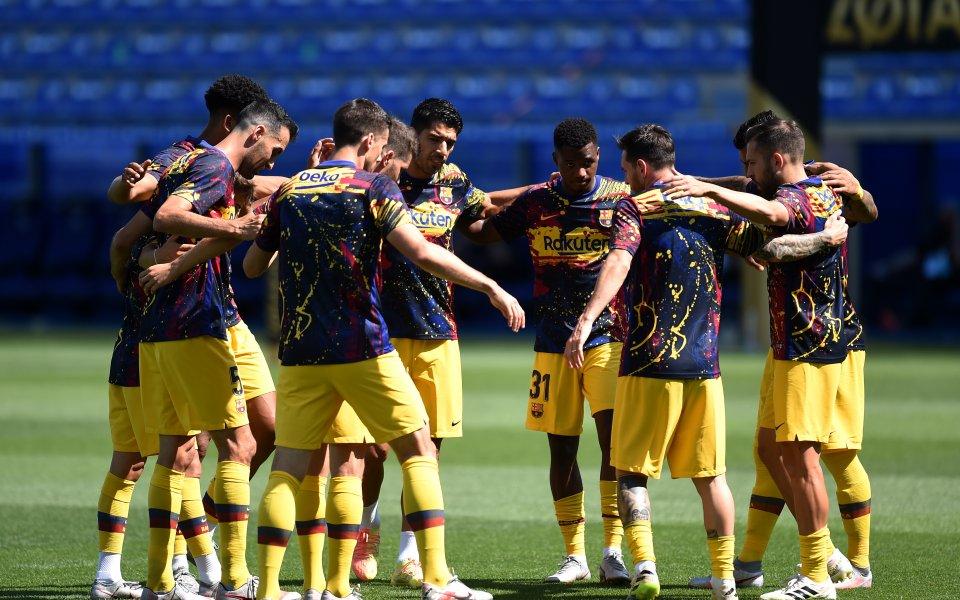 Барселона възнамерява да продаде поне шестима футболисти този месец, разкрива