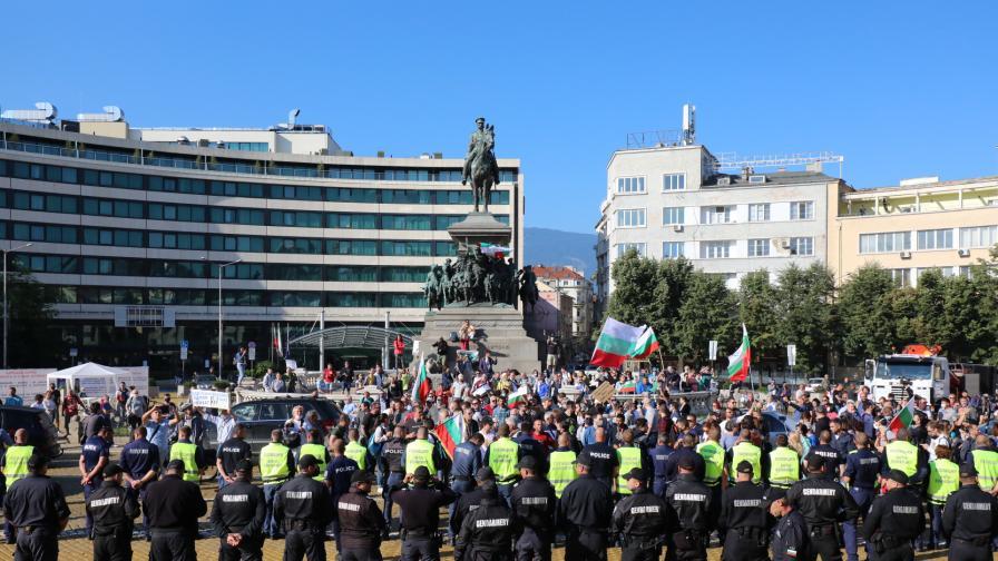 Блокада на движението пред Народното събрание