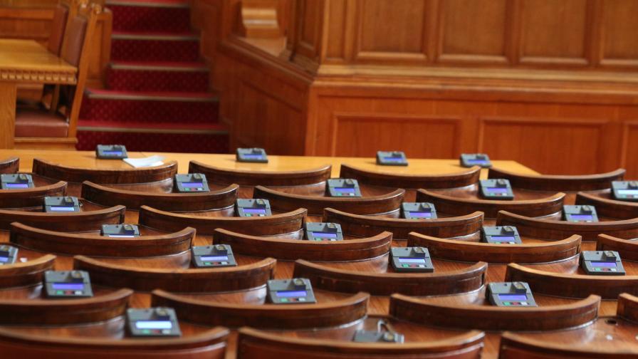 Какво решиха депутатите за извънредния труд в МВР