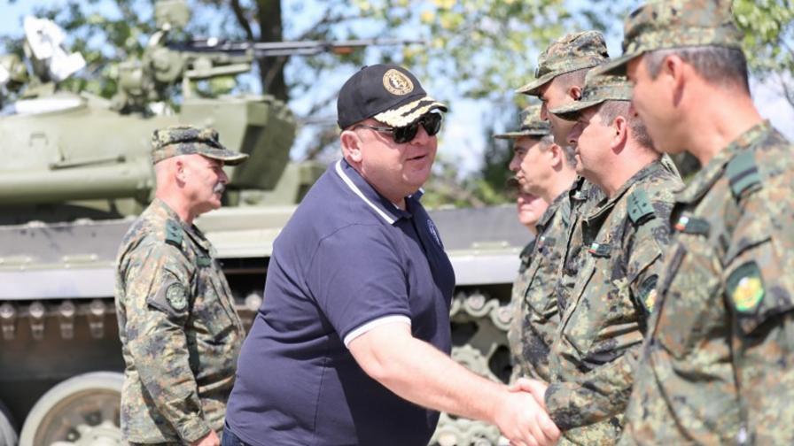 Каракачанов е съгласен с част от исканията на протестиращите