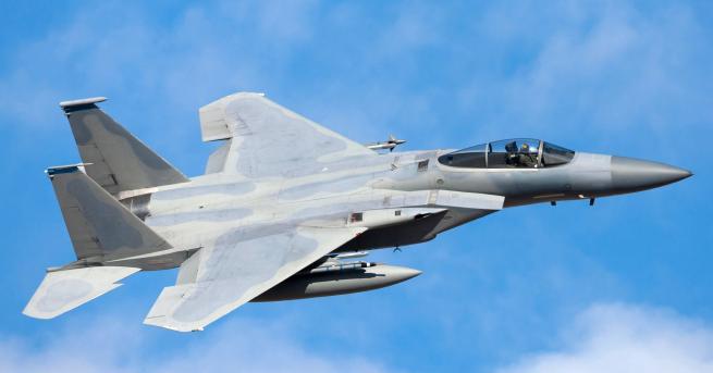 Свят Изтребители на САЩ плашат ирански самолет, има ранени Американски