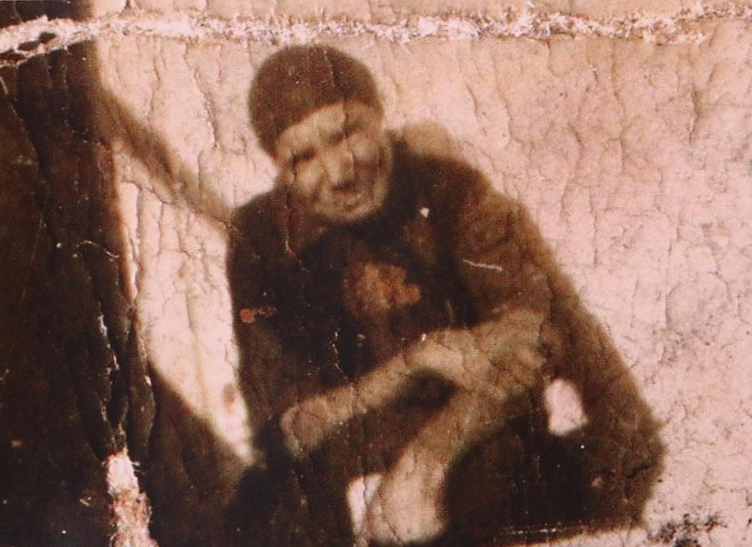 <p>Оригинална снимка на баба Севда с увеличен детайл</p>  <p>Днешният ден е изява на внучката Стефания Илиева, четвърто поколение, съхраняващо това наследство и куратор на изложбата.</p>