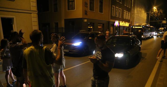 """България Цяла нощ протестиращи блокираха Орлов мост и """"Цар Освободител"""""""