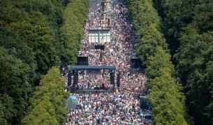 Хиляди протестират в Берлин срещу мерките за COVID-19