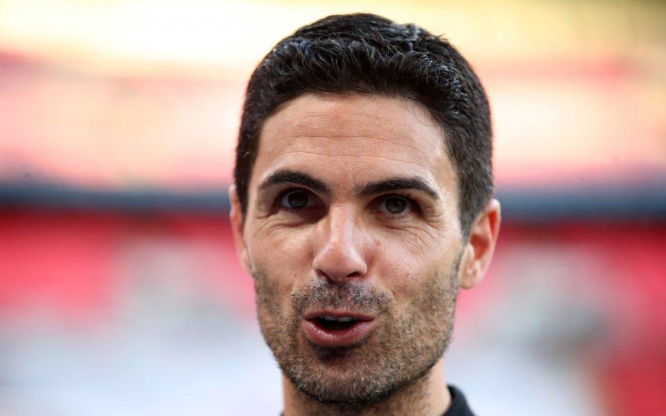 Мениджърът наАрсеналМикел Артетаиска да привлече в отбора си три основни