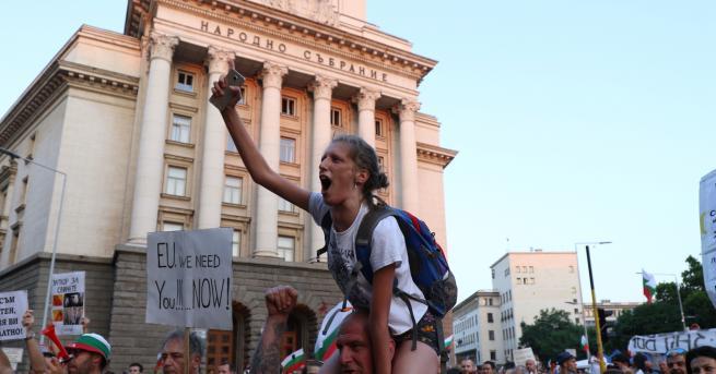 България 26-та вечер антиправителствени протести Протестиращи блокираха тази вечер кръстовището