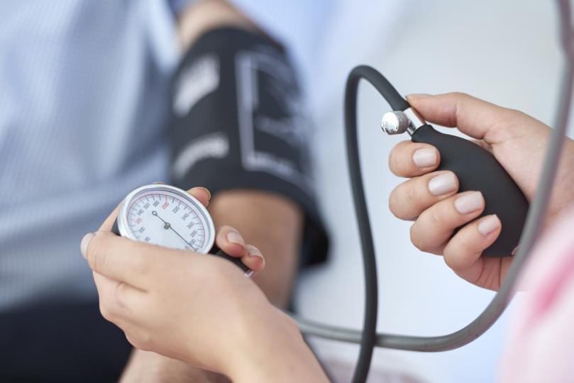 <p>Поддържайте кръвното налягане на нива 130 mm Hg.</p>