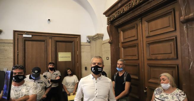 """България Лидерът на """"Възраждане"""" занесе оставка на Гешев в Съдебната"""