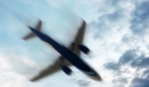 <p>Самолет със 191 души на борда се разби, има загинали</p>