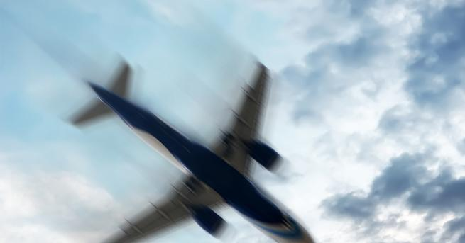 Свят Самолет със 191 души на борда се разби в