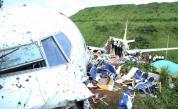 Намериха черните кутии на разбилия се в Индия самолет