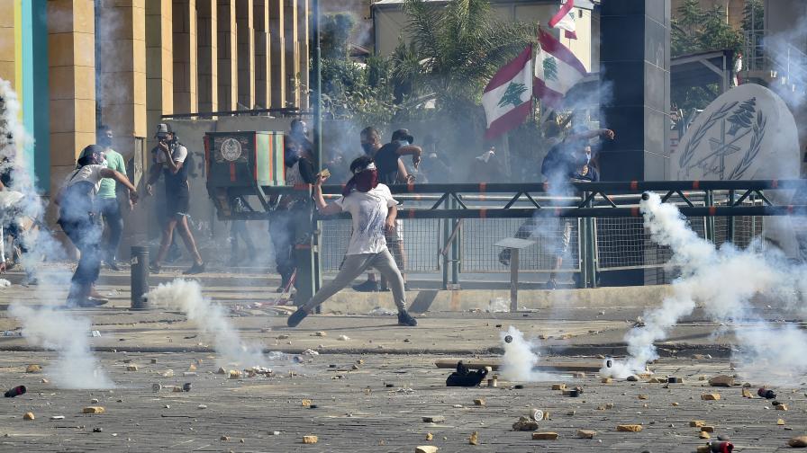 Бейрут: Протести, сблъсъци и над сто ранени