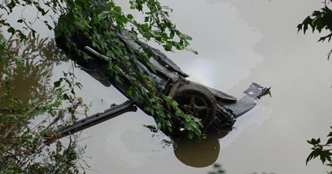 България Откриха автомобил, паднал в река Струма край Кресна Автомобилът