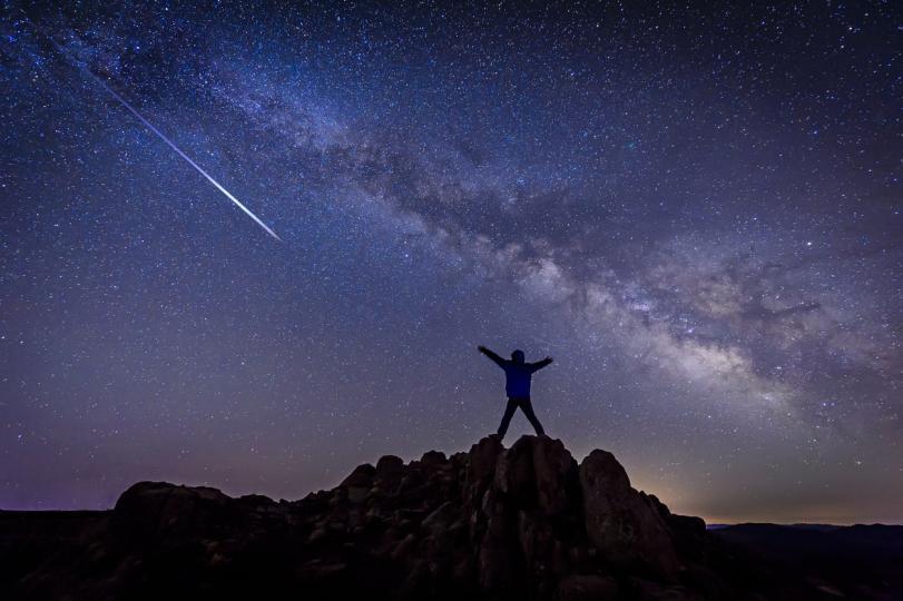 <p>Мнозина вярват, че сбъдването на желанието е възможно само когато звездата падне. Всъщност това е един от най-добрите начини да се сбъдне. На пръв поглед всичко изглежда много лесно, но всъщност не е толкова лесно да успеете да кажете желанието си за краткото време при падането на звездата.</p>