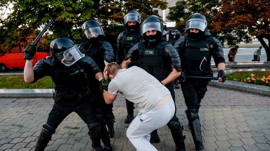 Втора нощ на кървави сблъсъци в Беларус