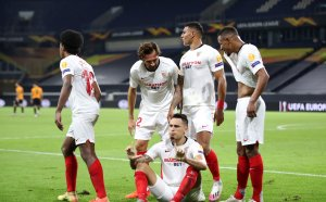 През иглени уши: Севиля отстрани Уулвс и е на 1/2-финал в Лига Европа