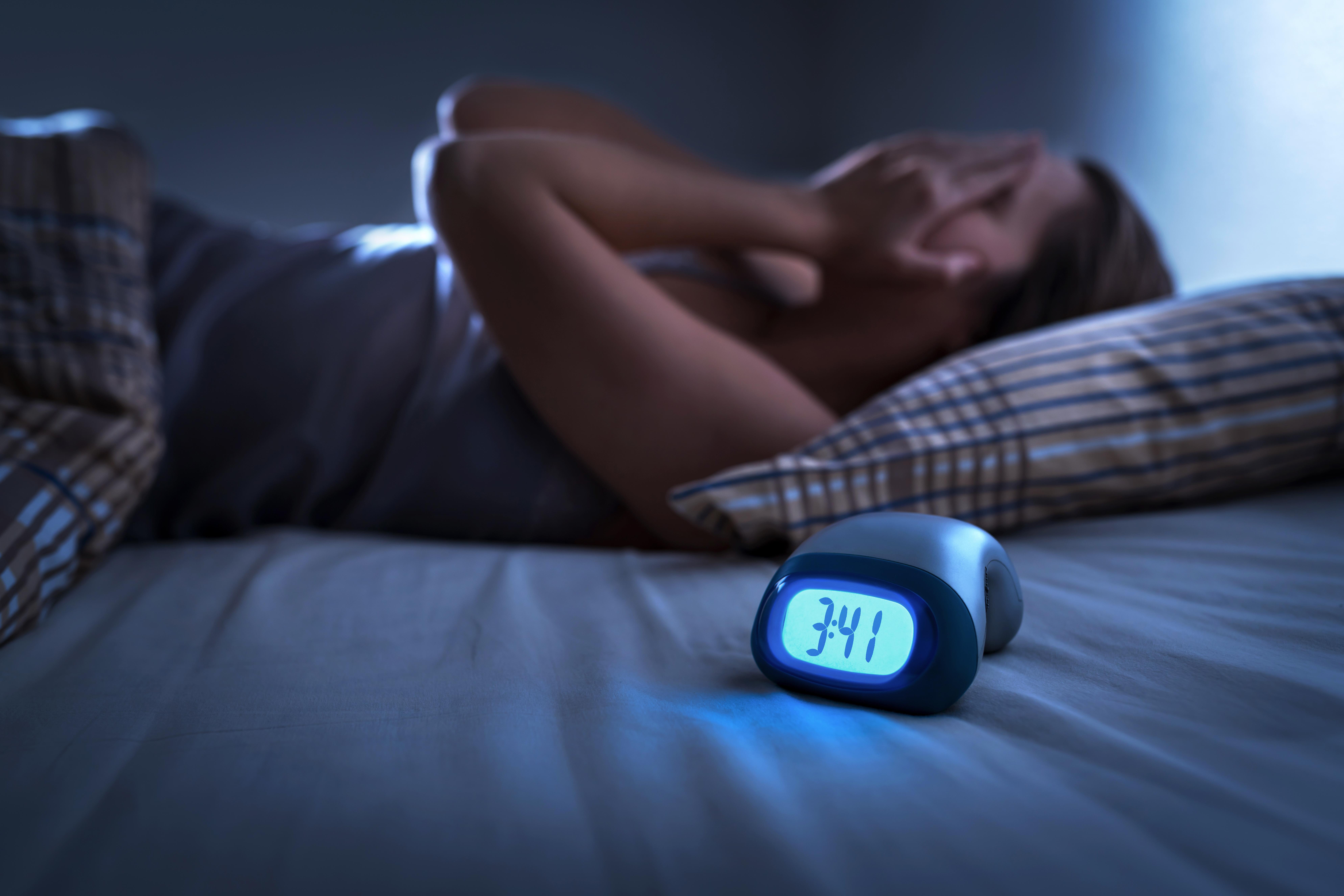 <p><strong>Липса на сън</strong> Американските центрове за контрол и превенция на заболяванията напоследък предупреждават американците, че нарушенията на съня са национален проблем, засягащи 50-70 милиона американци. Световната здравна организация /СЗО/, също алармира, че липсата на сън увеличава риска от инфаркт и инсулт и е почти толкова опасна за кръвоносните съдове, колкото пушенето.</p>