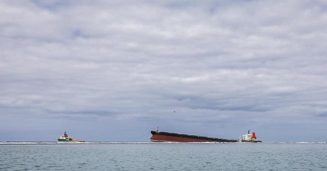 понският петролен танкер, който причини екологична катастрофа, след като заседна