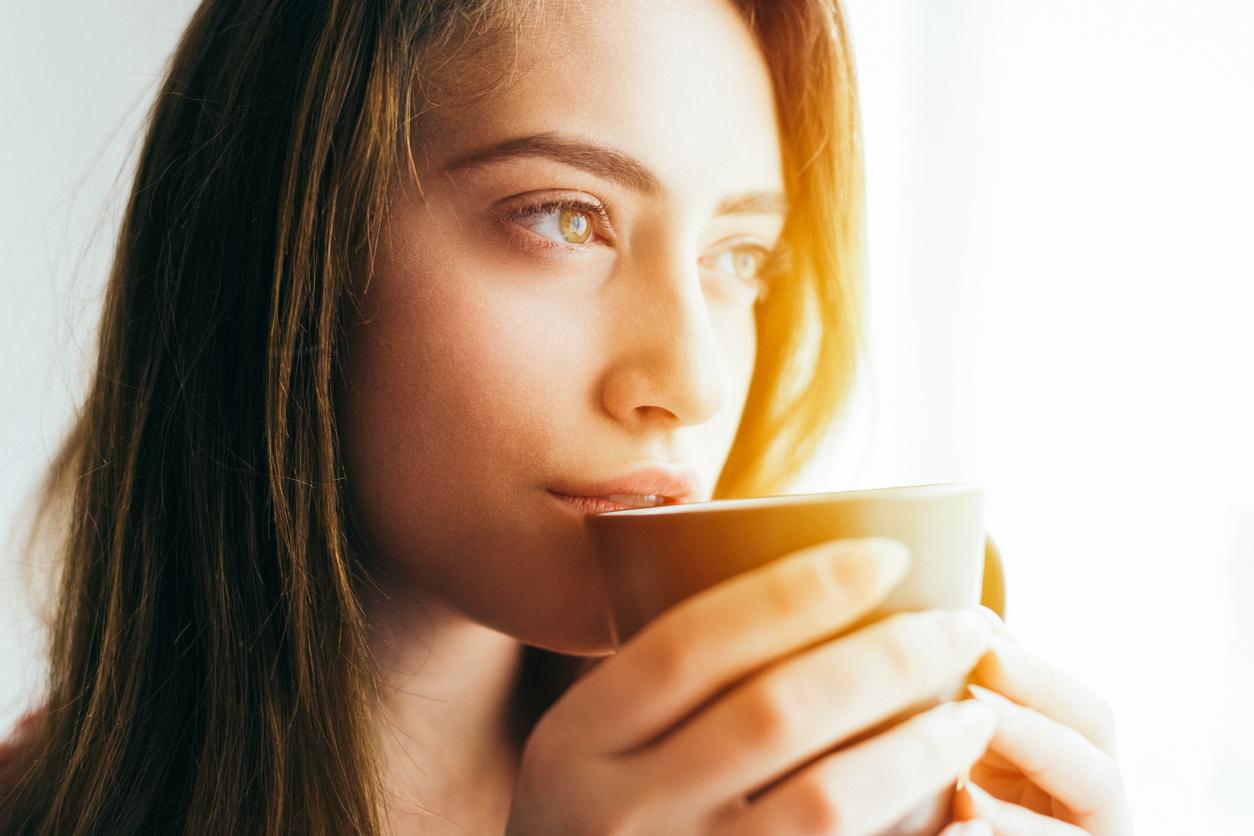 <p>Избягвате кофеина: Кофеинът стимулира централната нервна система, така че ежедневният му прием под формата на кафе ускорява метаболизма с 5-8% и изгаряте между 98 и 174 калории повече. Черният чай, който също съдържа кофеин, ускорява метаболизма с до 12%.</p>