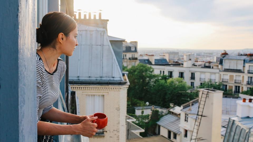 жена кафе сутрин прозорец гледка